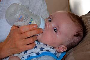 Advantages of Bottles for Breastfeeding Infants